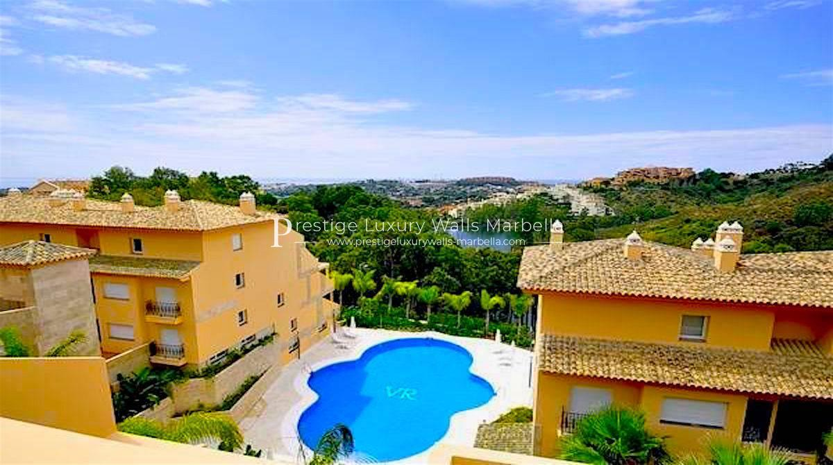 Duplex-Penthouse for Sale with Panoramic View in Nueva Andalucia